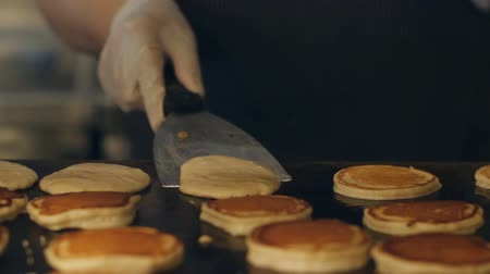 креп : The chef makes Pancakes for breakfast at the buffet restaurant. The process of making pancakes on a large oven.