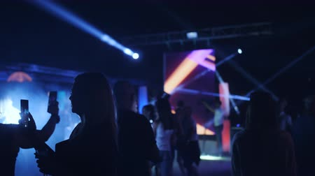 reflektör : Turkey. May 2019. Dance party under the open sky. Silhouettes of dancing people at the party. Laser show in a nightclub under the open sky. Stok Video