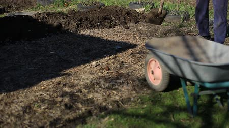 furrow : the farmer carries the land in a wheelbarrow for planting organic and environmentally friendly vegetables. Work in the garden