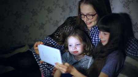 мультфильмы : Mother and children with a tablet computer at home watching cartoons and playing