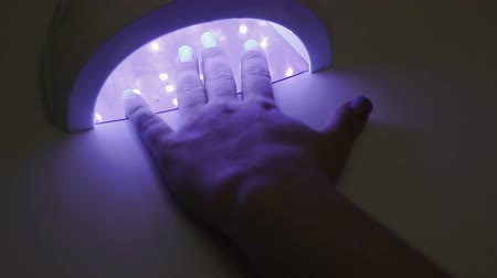 lake : ultra violet manicure lamp, gel Polish, womens hand close-up Stok Video