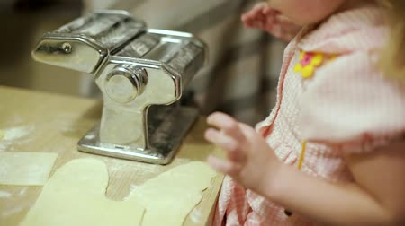 motorháztető : little girl making pasta in the kitchen