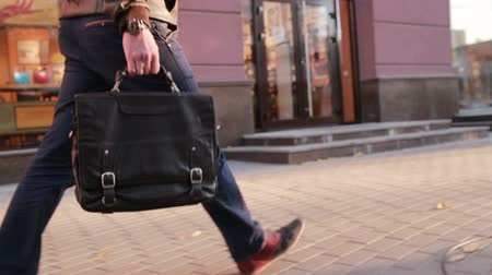 step : Man walks along the sidewalk in the city. closeup foot Stock Footage