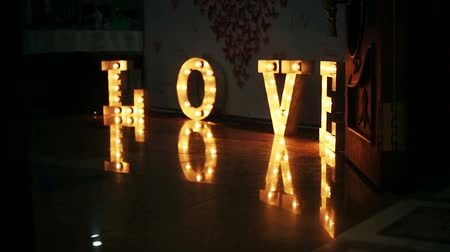 zdůraznit : Word love consisting of lights on glossy floor