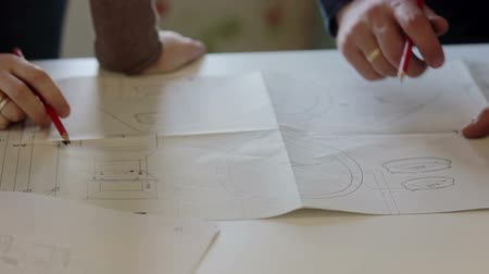 planos : Designer and worker discuss the plan of repair. Stock Footage