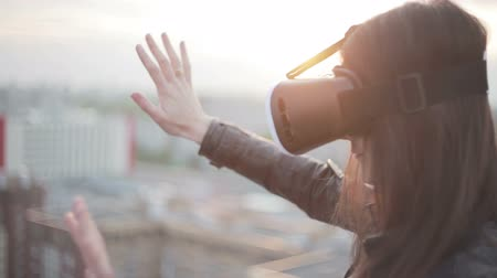 fejhallgató : woman uses a virtual reality glasses on the roof
