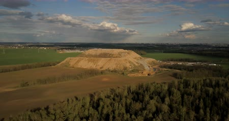 wysypisko śmieci : Aerial shot of the field and forest. Drone flying near the big pile of trash in the countryside, dump of garbage.