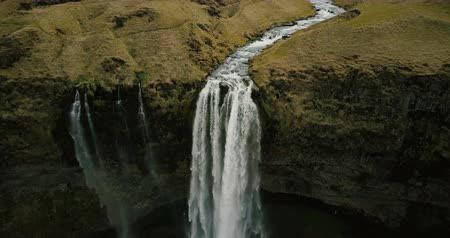 ponto de vista : Beautiful view of valley with powerful river flows and falls down. Aerial view of Seljalandsfoss waterfall in Iceland.