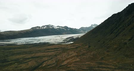 glacier point : Beautiful aerial view of the Iceland nature. Copter flies around the mountain and shoot the glacier Vatnajokull melting. Stock Footage