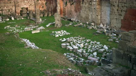 archeologie : Roman Forum the centre represents district of temples, basilicas and vibrant public spaces in Rome, Italy.