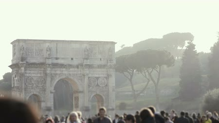 triumphal arch : ROME, ITALY-29.01. Stop motion view of famous place in Rome, Italy. Big crowd of people walking near the arch of Titus. Stock Footage