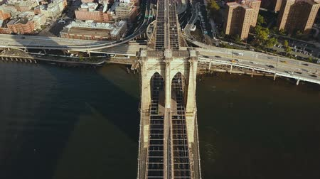 империя : Top aerial view of the Brooklyn bridge through the East river to Manhattan in New York, America. Flag waving on the wind