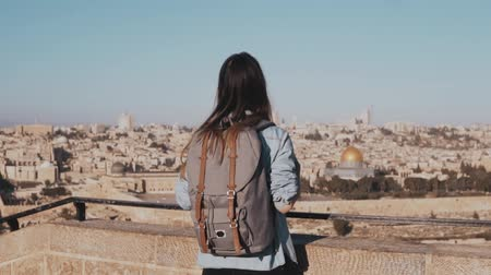 Иерусалим : Excited European tourist girl raises hands happy. Israel, Jerusalem. Woman with arms wide open. Freedom. Slow motion.