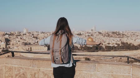 palestina : Happy Caucasian girl runs, arms wide open. View of Israel, Jerusalem old town. Excited female tourist. Slow motion.