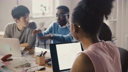tendency : African American woman leading office meeting. Young multiethnic group discuss crypto currency tendencies close-up 4K. Stock Footage