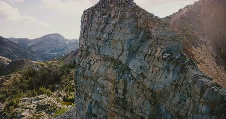 title : Drone ascending to reveal amazing grey mountain rock ridges with beautiful texture at summer Yosemite national park. Stock Footage