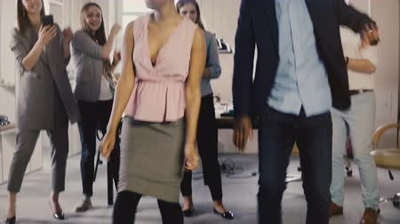 banqueiro : Two African American colleagues doing fun dance at office party. Mixed race friends having fun activity at workplace 4K. Stock Footage