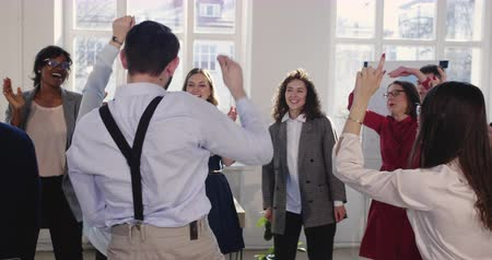 durchbruch : Happy successful Caucasian corporate manager woman doing fun celebration dance with multiethnic colleagues at office. Videos