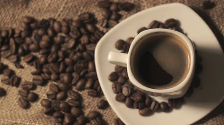 ароматический : Coffee cup and coffee beans Стоковые видеозаписи