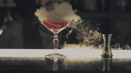 romênia : Halloween cocktail with dry ice at the bar Stock Footage