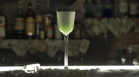 romênia : Green cocktail at the bar Stock Footage