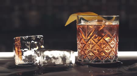 romênia : Cocktail with ice cubes on the bar Stock Footage