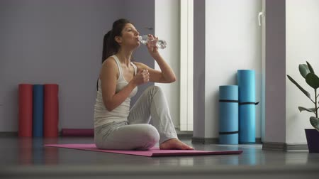 sakk : Woman In Gym relax and drinking  water