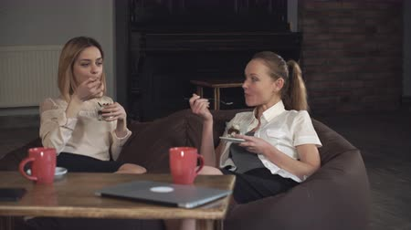 cakes : Two  women office workers eating dessert