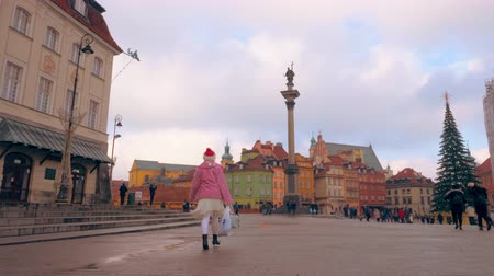 nobreza : Warsaw, Poland- December 26, 2017 Central square with a Christmas tree in the old town of Poland Warsaw.