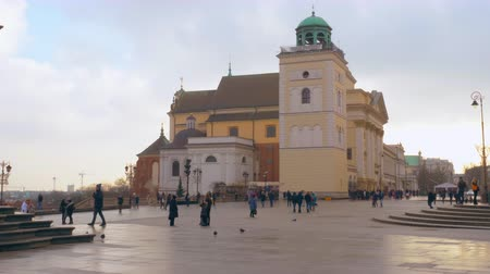 warszawa : Warsaw, Poland- December 26, 2017 Central square in the old town of Warsaw. Wideo