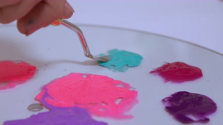 dozen : Paint practising and combining colors. An artist shows how to mix different colors.