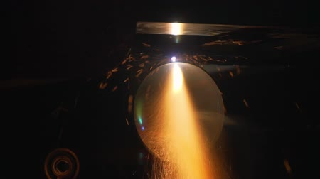kaynakçı : Sparks From Electric Welding With Sparks At Night.Wide Tube.Plant. Stok Video