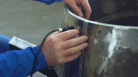 осмотр : Master Making Ultrasonic Inspection Of Welded Seam By Special Device. Selective Focus On Hands. Industry Concept.