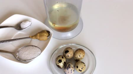 majonéz : Cooking mayonnaise. Quail eggs in the bowl of the blender. Nearby are other ingredients.