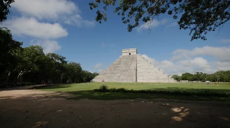pyramida : time lapse Kukulkan Pyramid at Chichen Itza, Mexico Wonder of the World Dostupné videozáznamy