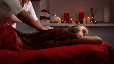 revitalizing : Spa treatments. Back massage with moisturizing mask. Masseur work process. Deep moisturizing and regenerative procedures. Body scrub with chocolate Stock Footage