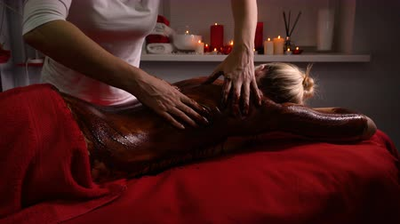 revitalizing : Spa treatments. Back massage with moisturizing mask. Masseur work process. Deep moisturizing and restorative procedures. Body scrub with chocolate