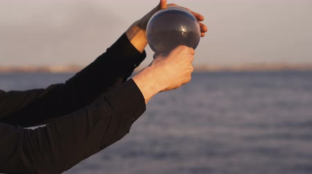 манипуляция : Contact juggling. Male hands juggle Skyline. Magic of movement. Man unrecognizable Стоковые видеозаписи