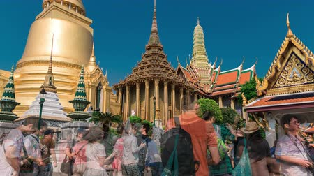budist : 4K TimeLapse. Tourists walks close up in The Grand Palace with its Royal Chapel