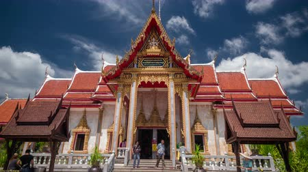 rzeźba : 4K TimeLapse. Clouds and people walk old pagoda the Wat Chalong temple