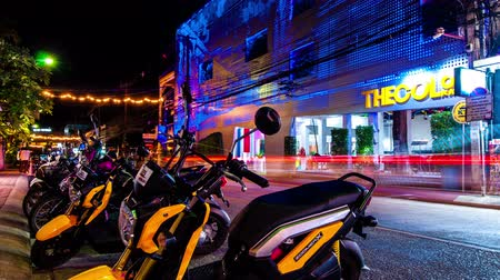 vlákno : 4K TimeLapse. Motorbike on a building background LED color changing and lighting effect Dostupné videozáznamy