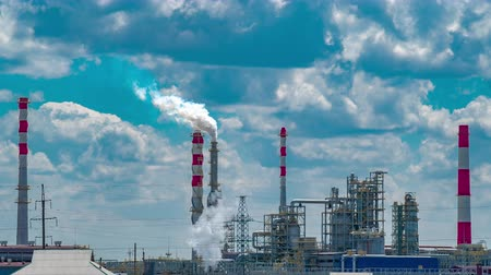 нефтехимический : Petrochemical plant with blue sky Стоковые видеозаписи