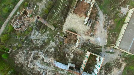 grafiti : Aerial view of a destroyed factory. Remains of buildings. Wideo