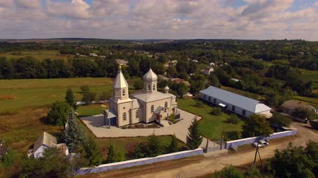 Orthodox church in the Ukrainian village. Aerial view. Wideo