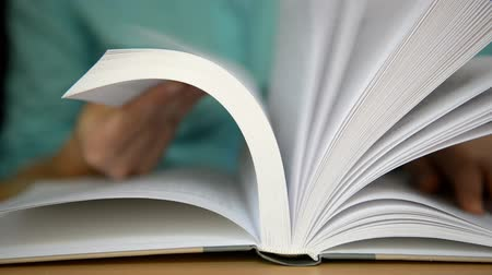 defter : Hands turn pages of the book