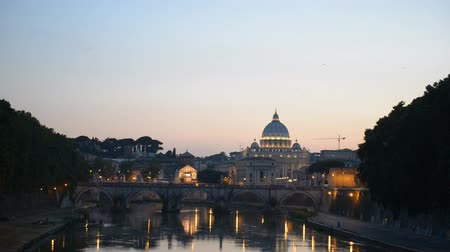 watykan : evening view at St. Peters cathedral in Rome, Italy  Wideo