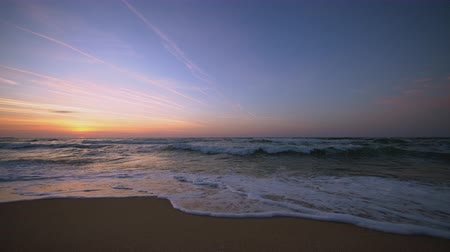 jamajka : Sunrise over the sea waves and lonely beach Wideo