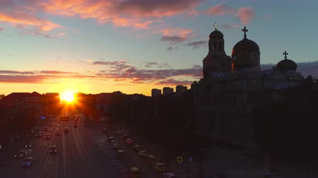 bułgaria : The Cathedral of the Assumption and beautiful sunset over the city centre in Varna, Bulgaria, aerial drone view