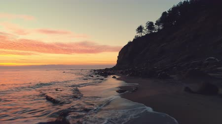 Майорка : Sea sunrise and tropical beach. Waves washing the sand