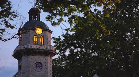kamenné zdivo : Sunset and old clock tower in the city center of Varna, Bulgaria. Popular city landmark